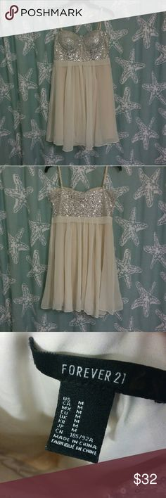 FOREVER 21 CUTE SEQUIN PARTY DRESS FOREVER 21 cute party dress with silver sequins. Pre-owned but in great condition! Size MEDIUM Forever 21 Dresses Midi