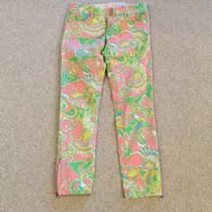 Lilly Pulitzer chin chin jeans EUC worth skinny mini zip jeans. Zippers near ankles, adorable! Hard to find. Lilly Pulitzer Jeans Skinny
