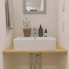 オシャレな「造作洗面台」♪ 毎日使う洗面所を気分の上がる空間にしませんか? | folk Sink, Vanity, Bathroom, Interior, Home Decor, Interieur, Vessel Sink, Powder Room, Indoor