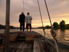 Sailing the majestic Loire River at sundown. Loire Valley, Tourist Office, Beyond The Sea, Europe, Tour Guide, Wine Tasting, Rivers, Past, Sailing