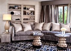 Khloe Kardashian Home Decor. Do you have a passion for elegant high-end interior design? Can you imagine the divine design and luxury comfort of beautifu Casa Da Kris Jenner, Kris Jenner House, Kris Jenner Bedroom, Kourtney Kardashian, Kardashian Home, Kardashian Jenner, Living Room Decor, Bedroom Decor, Bedroom Sofa