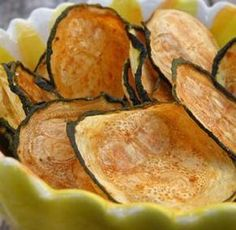 Healthy Alternative to chips - Zucchini Chips - 0 weight watcher points. Bake at 425 for 15 min. Baked Zucchini Chips - Thinly slice zuchini, spread onto baking sheet, brush with olive oil, sprinkle sea salt. Veggie Recipes, Paleo Recipes, Cooking Recipes, Dinner Recipes, Free Recipes, Cooking Tips, Advocare Recipes, Jalapeno Recipes, Dinner Ideas
