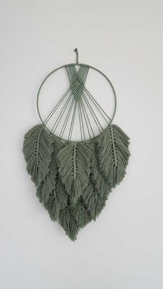 Macrame Design, Macrame Art, Macrame Projects, Macrame Knots, Micro Macrame, Rope Crafts, Diy Home Crafts, Arts And Crafts, Feather Crafts