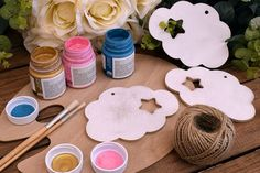 Ξύλινο Συννεφάκι 15cm WC4-0090-01  Χρησιμοποιήστε το συννεφάκι για να δημιουργήσετε πρωτότυπες μπομπονιέρες ή διάφορες χειροτεχνίες,για να στολίσετε τη λαμπάδα και το κουτί της βάπτισης, το τραπέζι των ευχών και το candy buffet. Icing, Desserts, Food, Postres, Deserts, Hoods, Meals, Dessert, Food Deserts