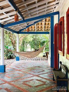Casal reforma casa de praia mantendo seu estilo colonial -Projeto Cecilia Pastore