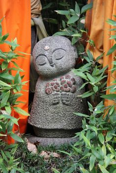 Rokkaku-do Temple in Japan Garden Statues, Garden Sculpture, Garden Art, Garden Design, Little Buddha, Art Asiatique, Buddha Art, Paperclay, Japan Art