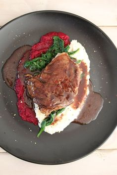 Vday main meal: Steak & red wine jus with beetroot and cauliflower mash - Bits Of Carey Banting Diet, Banting Recipes, No Carb Recipes, Soup Recipes, Healthy Recipes, Healthy Meals, Ketogenic Diet, Kos, Cauliflower Mash