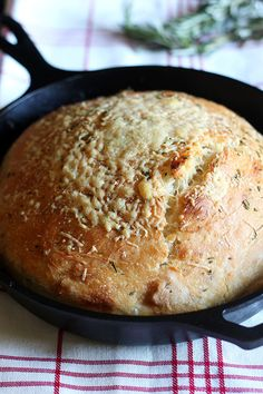 No Knead Rosemary Parmesan Skillet Bread features a super easy homemade dough that comes together in a matter of minutes! This bread has tons of flavor and a crispy crust.