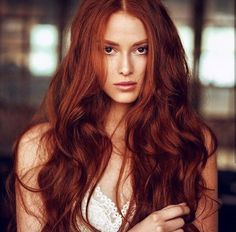 Length and color! Natural Dark Red Hair, Copper Red Hair, Beautiful Red Hair, Gorgeous Redhead, Red Hair Woman, Lily Evans, Girls With Red Hair, Hair Color Blue, Auburn Hair