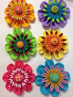 Kanzashi Flowers 7.....(wow! these kanzanshi flower patterns are SO COOL!! love them all!!)....