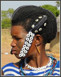 Fulani girl, Benin Republic Jeune Peule, Bénin Jovem Fula, Benim  credit(o)s : Yvonne Stokman Source: New African Cultures on Facebook.