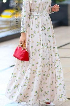 Pink color diluted with delicate field flowers print. Batwing sleeve and decorative straps at the waistline of the dress. Lined with cotton. Abaya Fashion, Fashion Mode, Muslim Fashion, Modest Fashion, Fashion Dresses, Shifon Dress, Hijab Style Dress, Modest Dresses, Casual Dresses