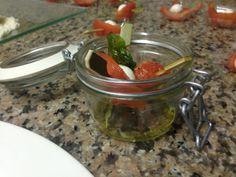 1 Caprese rivisitata con filetti di cuor di bue, mozzarelline ciliegia e basilico fritto