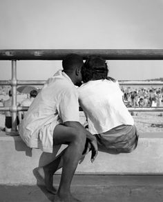 greeneyes55:  Orchard Beach New York 1946 Photo: Fred Stein