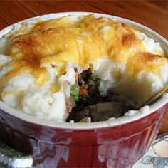 Gather the family round with this quick and easy shepherd's pie recipe. The meat mixture can be made ahead and frozen. You can also substitute instant potatoes for the real thing if you're in a hurry. I especially love to use white cheddar in this recipe! Hamburger Recipes, Lamb Recipes, Pie Recipes, Cooking Recipes, Yummy Recipes, Hamburger Pie, Sausage Recipes, Family Recipes, Family Meals
