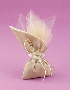 gr Wedding Bottoms Pugie Wax Cotton - www. Wedding Favours Luxury, Wedding Candy, Wedding Gifts, Favor Bags, Gift Bags, Wedding Cake Boxes, Trousseau Packing, Lavender Bags, Diy And Crafts