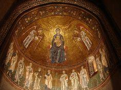 Mosaico absidale della navata settentrionale: la Vergine Madre in trono fra gli Arcangeli, e i 12 Apostoli (13° sec.) - Cattedrale di San Giusto, Trieste