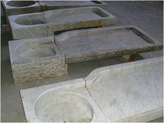 COD: L02 - Lavello da cucina ligure, in marmo bianco di Carrara con gocciolatoio dx. (Disponiamo di vari lavelli genovesi con vasca dx o sin. - contattarci per disponibilità e misure esatte) EPOCA: 1800 - ORIGINALE DIMENSIONI INDICATIVE: Lungh. cm 150 x Prof. max cm 60 PREZZO: da 793,00 € a 1.220,00 € - compresa I.V.A.22%