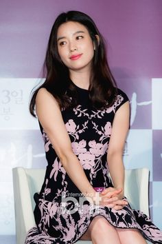 Han Hyo Joo Confirms Her Comeback to the Small Screens in July Han Hyo Joo Fashion, Korean Beauty, Asian Beauty, Tight Dresses, Short Sleeve Dresses, W Two Worlds, Asian Celebrities, Female Stars, Beautiful Asian Women