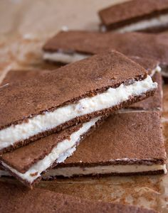 A healthy makeover for a European cult snack: Say hello to the sugar free kinder milk slice. Makes a delicious low carb keto dessert.