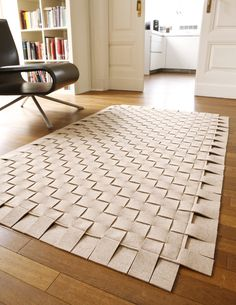 Felt - braided rug - website in German (call me crazy but I think I may have to attempt this!)