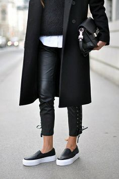 Leather Trousers + Leather Slip ons + Long Coat / Vosses I ❤️ black Fashion Mode, Look Fashion, Womens Fashion, Fashion Trends, Fashion Tips, Fashion Styles, Classy Fashion, Fashion Black, Fashion Art