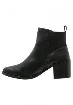 KIOMI - Korte laarzen - black