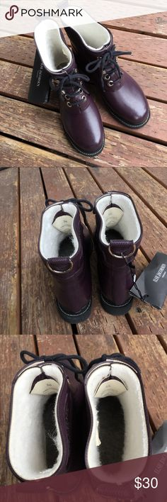 Size L36&R35 Isle Jacobsen Rub 2 Rain Boots *PLEACE READ BEFORE BUYING*                     ILSE JACOBSEN Women's Plum Rub 2 Rain Handmade Rubber Boots. These boots are two different sizes Left 36 (6) Right 35 (5) as seen in pictures. Ilse Jacobsen Shoes Winter & Rain Boots