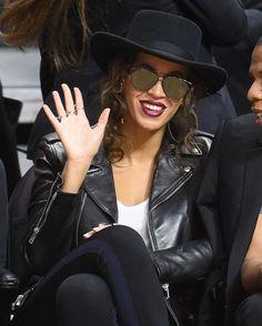 Oh hey, Beyoncé. We're loving those @dior frames.