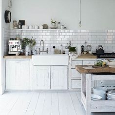 Retro Modern Kitchen Decorating Ideas, Open Kitchen Shelves for Storage