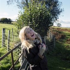 -ellie goulding- enjoying the English countryside