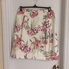 """BNWT, size 10 mini skirt Floral mini skirt, Joe Fresh, size 10. Length: 22"""" long Joe Fresh Skirts Mini"""