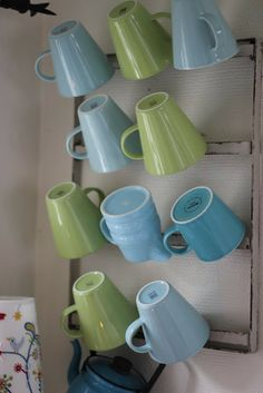 Pikkutalon elämää: Pikkutalon mukiteline & Arabian KoKo Koti, Mugs, Tableware, Dinnerware, Tumblers, Tablewares, Mug, Dishes, Place Settings