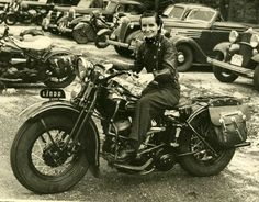 Linda Dugeau Inducted to the Motorcycle Museum's Hall of Fame 2004 Pioneer and Founder of the Motor Maids of America, the oldest motorcycling organization for women in North America. Motorcycle rider and enthusiast throughout her life. Motos Vintage, Vintage Biker, Biker Chick, Biker Girl, Lady Biker, Female Motorcycle Riders, Women Motorcycle, Motorcycle Helmets, Old Bikes
