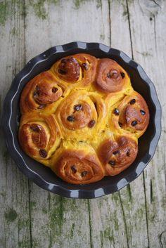 Brioche à la cannelle (Cinnamon pull-apart bread) - That's Amore! Pumpkin Bread, Pumpkin Spice, Cinnamon Pull Apart Bread, Brioche Recipe, Sweet Bread, Pumpkin Recipes, Cooking Time, Dessert Recipes, Food And Drink