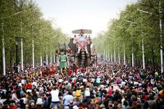 The Sultan's Elephant, created by Royal de Luxe, produced in London by Artichoke in 2006. Photo copyright Sophie Laslett.