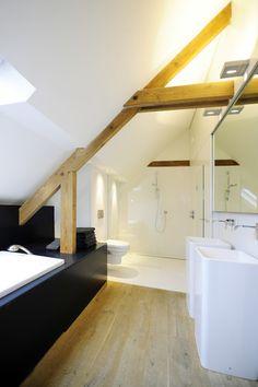 kleine badkamer schuin dak | WC С\У | Pinterest | Attic, Attic ...