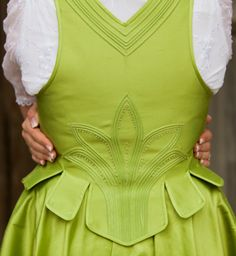 "really need to try this ""trapunto"" effect the next time i make a dirndl  _______ shapeimage_4.png (314×341)"