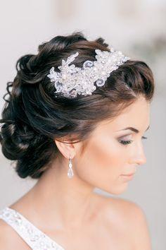 Soft Pinned-Up Curls | Feminine Bridal Hair http://www.pinterest.com/modestbride/