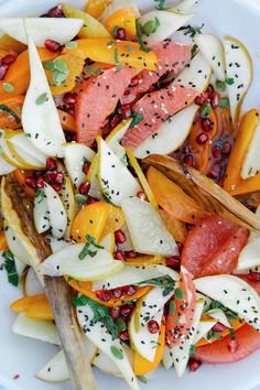 Festive Fruit with Rosemary & Vanilla Rooibos Syrup 37 Delicious Things To Make For A Holiday Brunch Raw Food Recipes, Brunch Recipes, Salad Recipes, Breakfast Recipes, Vegetarian Recipes, Cooking Recipes, Healthy Recipes, Breakfast Ideas, Skinny Recipes