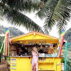 Big smiles at the cutest roadside food stand @sunriseshack ☀️ photo by @allisonkuhl #AFLATravel