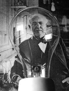 """BEC CU INCANDESCENTA. În anul 1879 inventează becul cu incandescență. iar în anul 1880 realizează prima distribuție de energie electrică instalând o centrală electrică pe pachebotul transatlantic """"Columbia"""", prima navă iluminată electric."""
