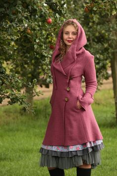 Long coats - wool coat with hood old pink - a unique product by basia-ko .Long coats - wool coat with hood old pink - a unique product by basia-kollek on costume / hippie Tween Fashion, Diy Fashion, Trendy Fashion, Fashion Outfits, Womens Fashion, Fashion Design, Trendy Style, Layering Outfits, Casual Outfits
