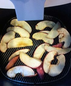 Making apple chips with the Philips AirFryer ~ Wild Child Urban City airfyerreci… - Air Frying Nuwave Air Fryer, Dry Fryer, Phillips Air Fryer, Air Fryer Potato Chips, I Companion, Comidas Light, Air Fryer French Fries, Actifry Recipes, Air Fried Food