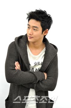 Lee Tae Sung - He is really handsome, but in all the dramas they do something stupid to his nice hair. He looks so much better like this. Korean Wave, Korean Star, Asian Actors, Korean Actors, Korean Dramas, Sung Hi Lee, Korean Celebrities, Celebs, Baek Seung Jo