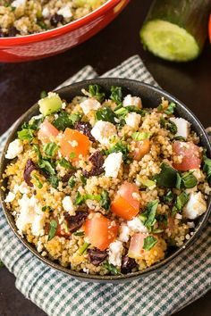 Healthy Greek Couscous Salad- A delicious, flavourful and healthy salad filled with Greek flavours and perfect for meal prep or work day lunches!