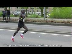 Moses Mosop (Kenya) Running technique / Looptechniek - Leggings Are Pants Nike Free, Post Workout Protein, Running Techniques, Running Form, Barefoot Running, Soccer Quotes, Runners High, Sport Body, Marathon Running