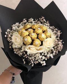 Candy Bouquet Diy, Food Bouquet, Flower Bouquet Diy, Gift Bouquet, Valentine Gift Baskets, Valentines Gift Box, Chocolate Flowers Bouquet, Edible Bouquets, Flower Box Gift
