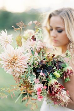Rich Harvest Hue Bouquet featuring Cafe Au Lait Dahlia | Rich Earth Tones Make For A Chic Bride In Jen Huang's Shadow & Soul Workshop | Photograph by Jen Huang Photography  http://storyboardwedding.com/earth-tones-chic-bride-jen-huang-shadow-soul-workshop/
