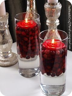 very elegant! I like this for the New Year's buffet table. (from: 11 {Inedible} Ways to Use Cranberries)